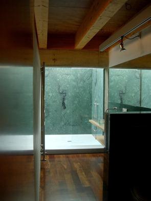 Diseño-baño-moderno-en-madera
