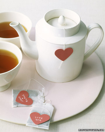 All you need to do is replace the tea tag with these hearts and you have made something very sweet.