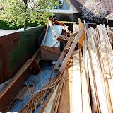 Alt træværket blev, som billederne også viser, fjernet inden nedrivningen.