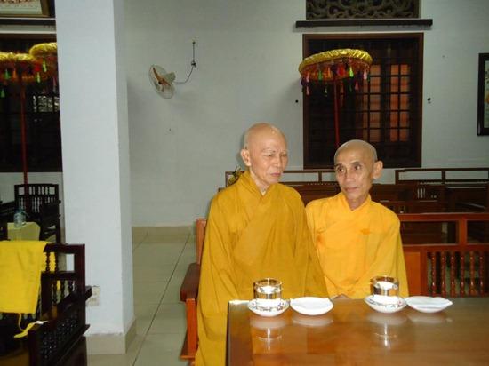 hoa-thuong-tue-sy-vieng-linh-hoa-thuong-thich-minh-chau (1)