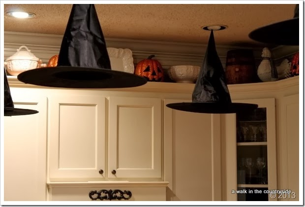 halloween decor for the kitchen