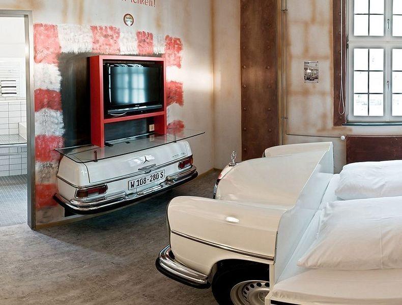 v8-hotel-8