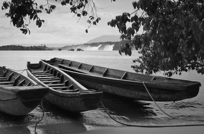 Boats on Salto Sapo - 2