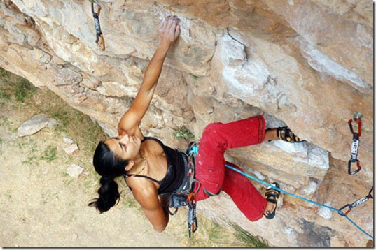 girls-rock-climbing-2