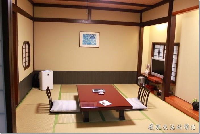 日本北九州-由布院-彩岳館。這個就是我們住的和室房,全部使用榻榻米鋪成的地板,這只有在電視及我很久以前的記憶中出現過而已。