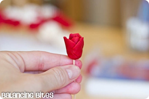 How to make small gumpaste roses (28)