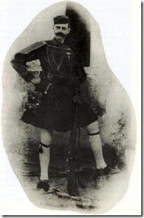 Φωτογραφία του Παύλου Μελά με στολή εξόδου μακεδονομάχου.