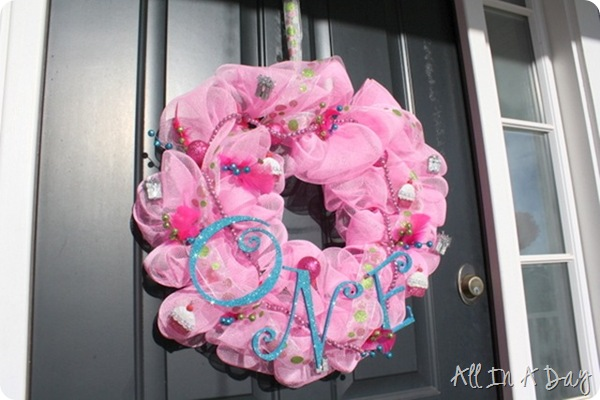 first birthday wreath