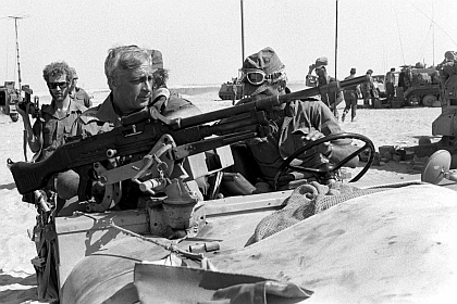 SINAI DESERT, EGYPT - OCTOBER 1973: Israeli army Southern Command General Ariel Sharon inspects the Egyptian front in October 1973 in the Sinai Desert during the Yom Kippur War. (Photo by Ministry of Defense via Getty Images)