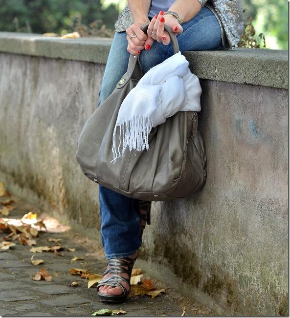 6_giacca paillettes-collana etnica
