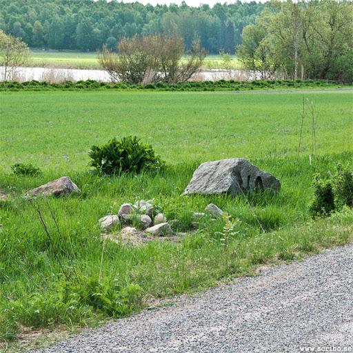 stenar öster om vindbrovägen, kanske Uppsala portar