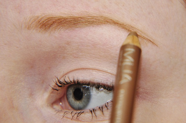 how to fill in sparse blonde eyebrows tutorial MUA