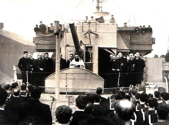 Ελληνικό πολεμικό πλοίο πριν την απόβαση στη Νορμανδία