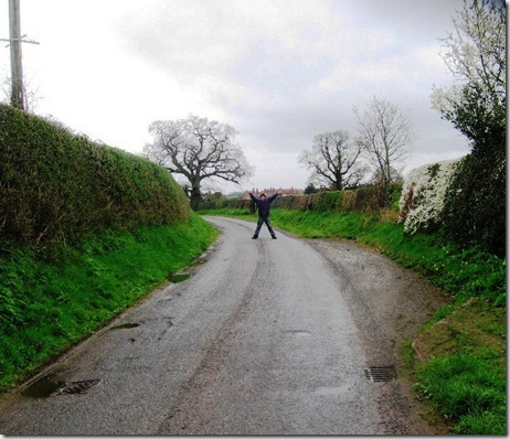 teh one lane road to Marbury with a passing place to the right and Les
