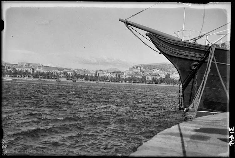 Detalle de la proa del BELLVER. Fototeca del patrimonio historico..jpg
