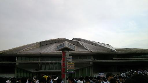 [写真]会場となった東京体育館。この下にPたちがうじゃうじゃいる