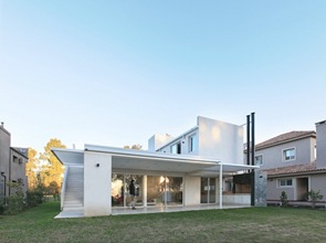 casa-minimalista-Casa-RA-Pablo-Anzilutti