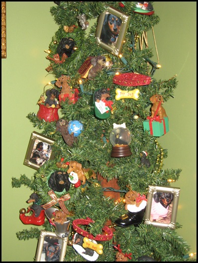 half bathroom - dachshund tree closeup