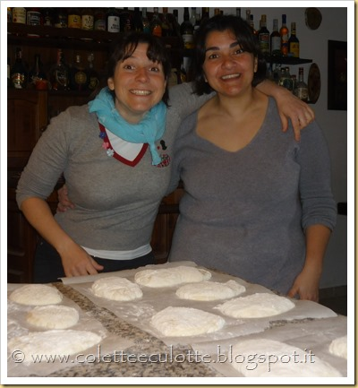 Colette e Monia fanno il pane