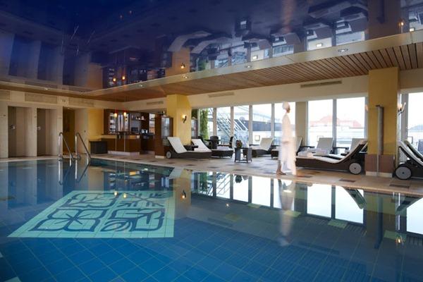مسبح فندق كمبنسكي