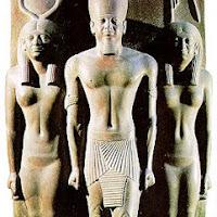 21.- Triada faraón Micerinos