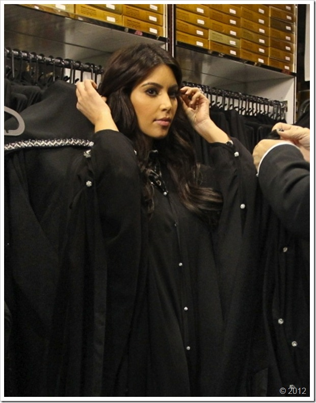 Kim Kardishan Wearing Abaya In Dubaititile