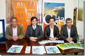 Funcionarios municipales, provinciales y representgantes de las cámaras comerciales de la región