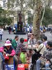 NUEVA YORK, CHINATOWN - GENTE DE LA TERCERA EDAD EN EL PARQUE COLUMBUS DE MANHATTAN. FOTO POR ARTUR CORAL. 21 SEP 2014.