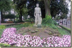 Statue and Flowers park near Hotel Vigo (Small)