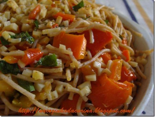 Espaguete-com-pimentão-vermelho-e-provolone-01