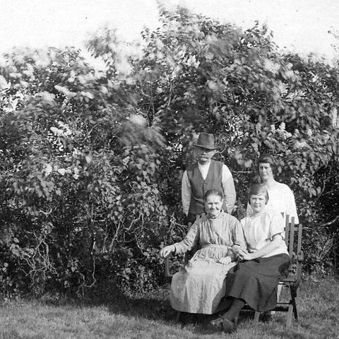 Familjen på Storegården-002