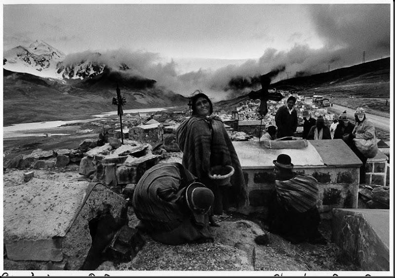 Giorno dei Morti nei pressi del cimitero di La Paz, in Bolivia, per commemorare, Bolivia, 1 novembre 1980