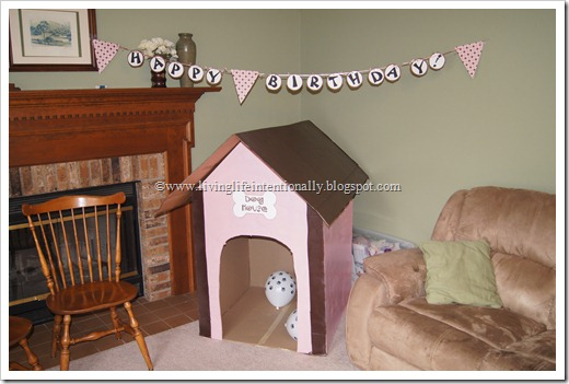 DIY Dog House out of Cardboard Box #kidsactivities #cardboardbox
