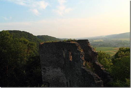 Замок у карпатах