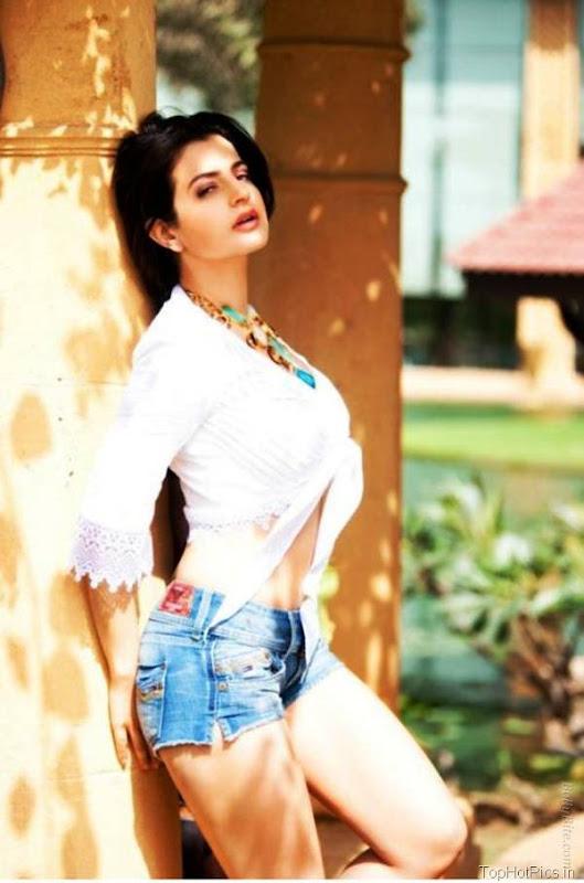 Amisha Patel Latest Hot Pics in Short Jeans 4