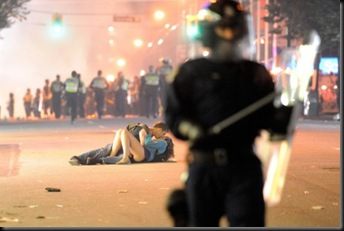 gallery_shocking_scenes_from_the_vancouver_game_riots 8