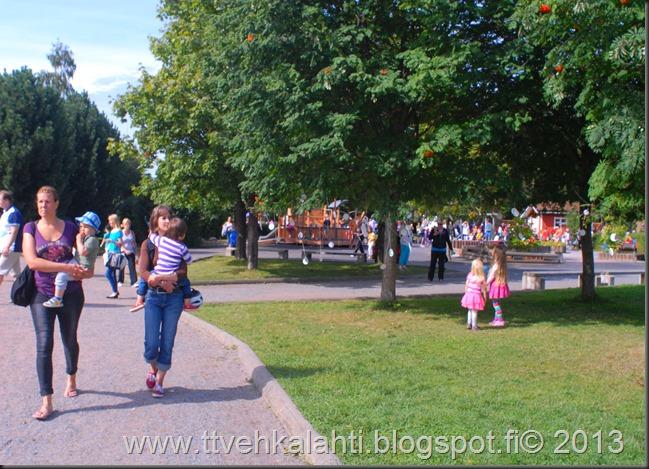 kirjurinluoto puisto potkupallo Marko ja heli maalareina 088