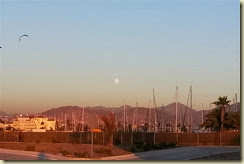 20131017_moonrise over Ensenada (Small)