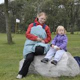 Vi spiser frokost på stenen ved golfbanen, inden turen går hjemad igen.