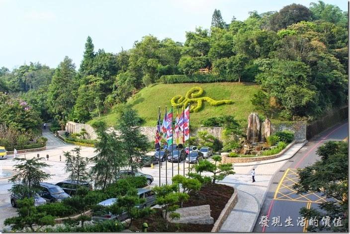 南投日月潭雲品飯店前的景色,山坡上還有個螢火場地。