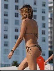 aida-yespica-bikini-0123-22-675x900