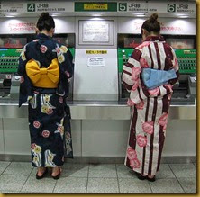 Women-wearing-yukata-buying-train-tickets