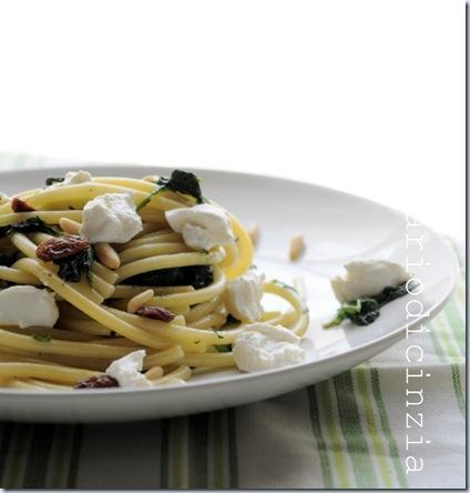 Bucatini spinaci,ricotta,pinoli e uvetta