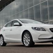 2013-Volvo-V40-New-6.jpg
