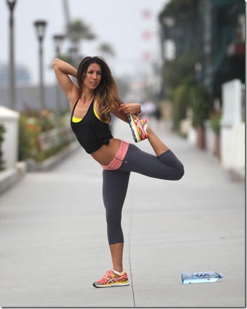yoga-pants-pics-36