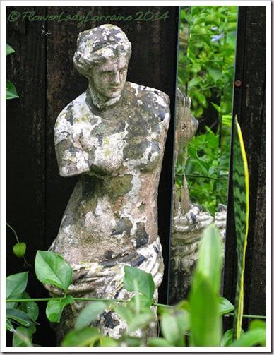 08-08-statue