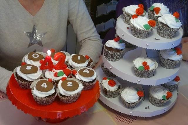 Cupcakes de xocolata amb roses aniversari
