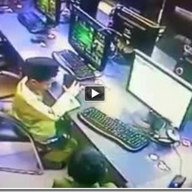 Video kanak kanak beronani di cyber cafe !