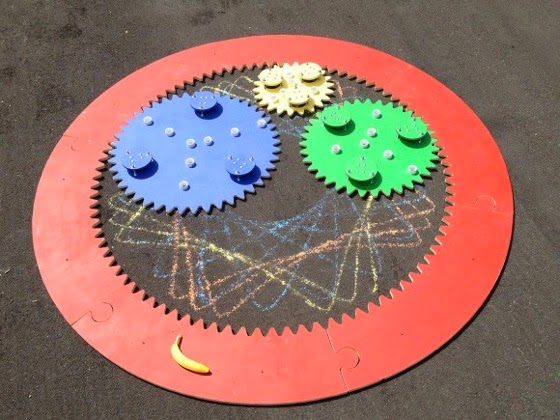 Giant Spirograph Delights Children, Dwarfs Banana via Hack a Day