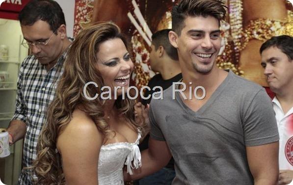 Viviane Araújo samba no ensaio do Salgueiro 4